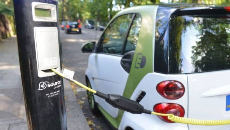 Climate change: Electric car target 'needs to be sooner'
